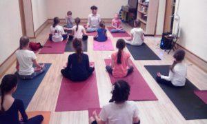 Занятие детской Йоги